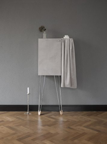 DIY – Badrumsskåp från IKEA blir exklusivt sammetsskåp för dina vackraste saker