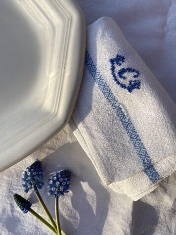 Hylla hantverket – broderier på textil!