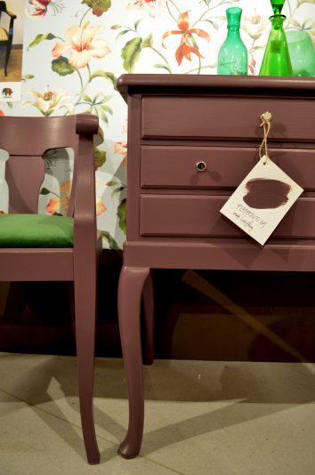 Så gör du: Byrå med stol i dov viol från Myrorna Upgrade by Sanna Evers