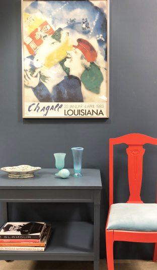 Så gör du: måla möbler i samma färg som väggen